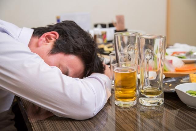 結婚して10年経ち、夫が仕事がうまくいかなくなったことを境に、酒ばかりのみアルコール中毒です。離婚したいのですが、認められますか。